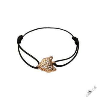 Гривна от конец с възли и елемент в златно стилна леопардова глава украсена с бял кристал